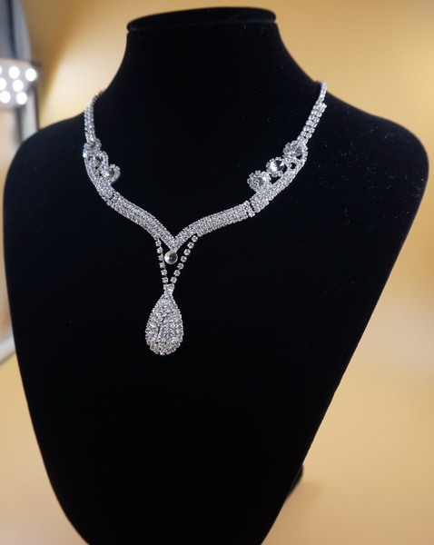 Wholesale Crown & Other Stones Fashion Accessories